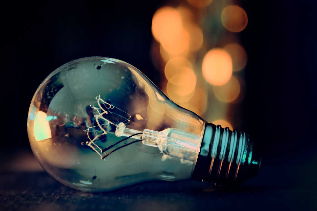 Lampadina spenta, risparmiare energia, risparmiare elettricità